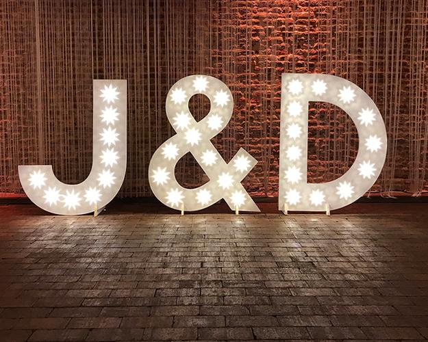 Je eigen initialen in lichtletters huren